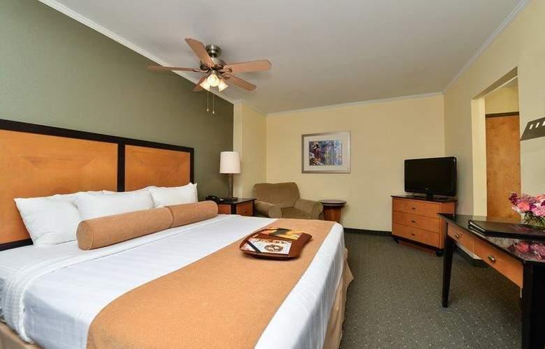 Best Western Plus St. Charles Inn - Room - 62