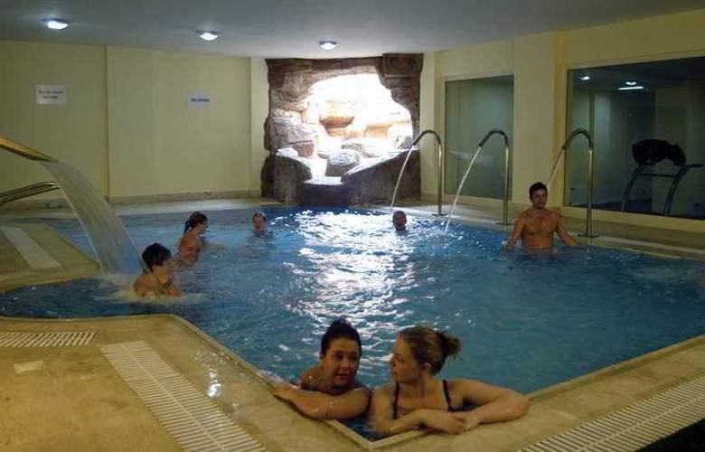 Park Inn - Pool - 2