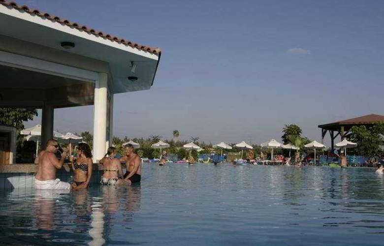 Avanti Village - Pool - 7