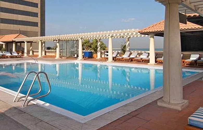 Hyatt Regency - Pool - 3