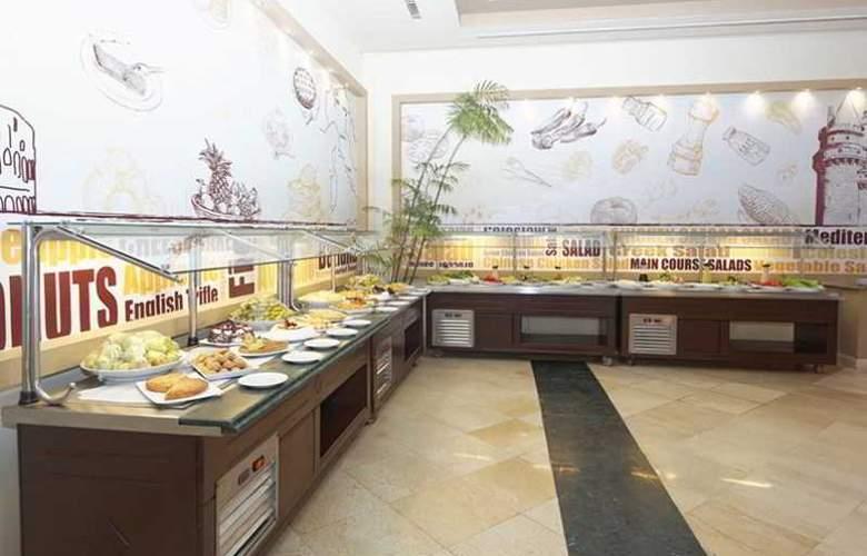 Three Corners Sea Beach Resort - Restaurant - 38