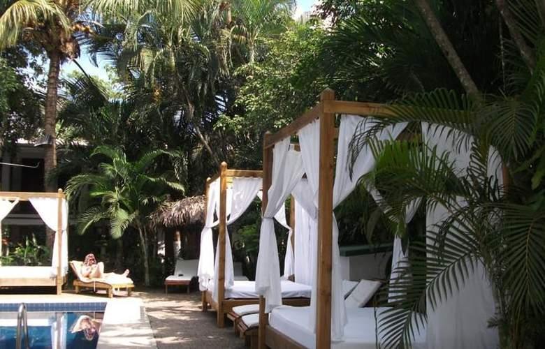 Copacabana hotel and suites - General - 3