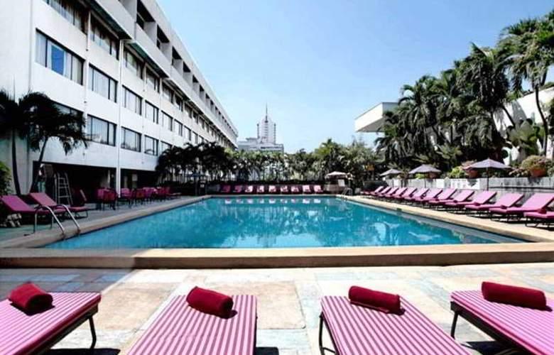 Ambassador Bangkok - Pool - 9