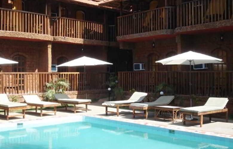Ruffles Resort - Pool - 15