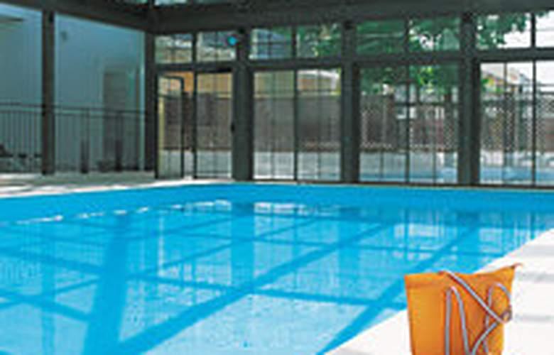 Pierre et Vacances la Rochelle Centre - Pool - 3