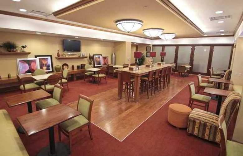 Hampton Inn Hampton-Newport News - Bar - 1