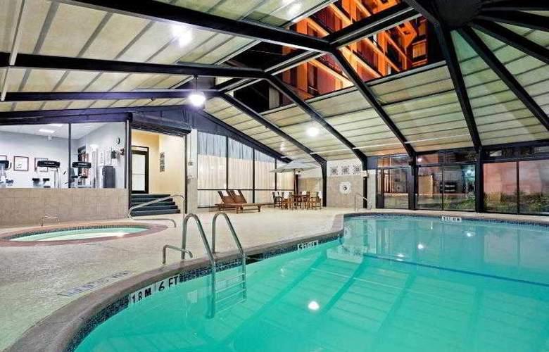 The Courtyard Philadelphia City Avenue - Pool - 30