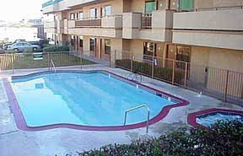 Quality Inn & Suites Fiesta Park Area - Pool - 5