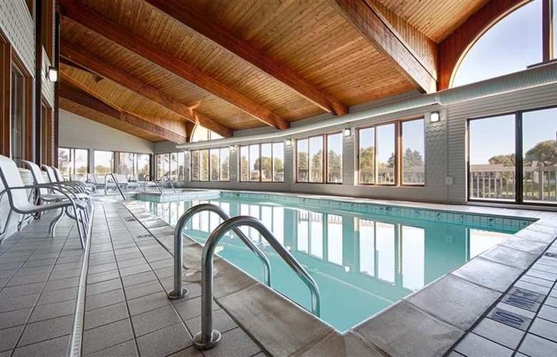 Best Western River Terrace - Pool - 27