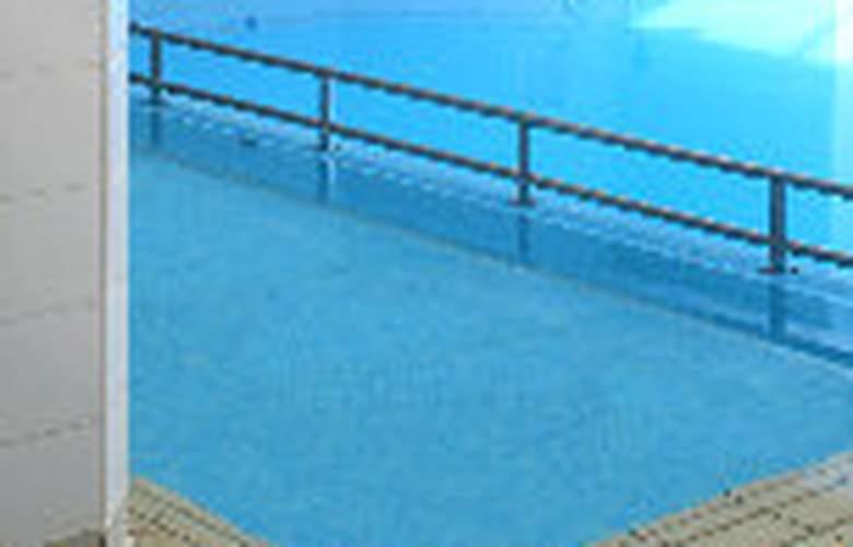 Swindon Marriott - Pool - 4