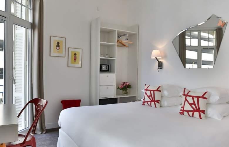 Simone - Room - 7