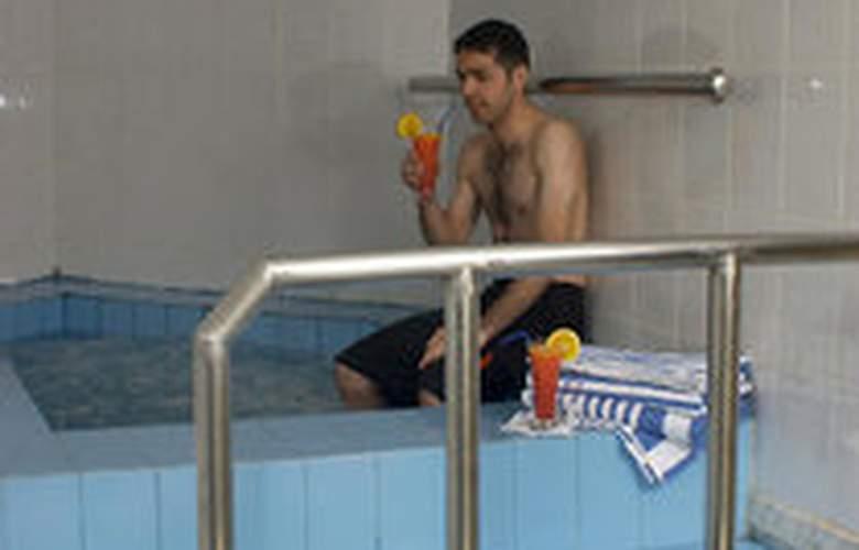 Days Inn - Pool - 2