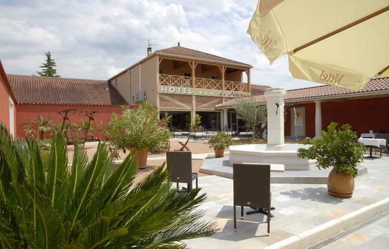 Inter-Hotel Le Pillebois - Terrace - 4