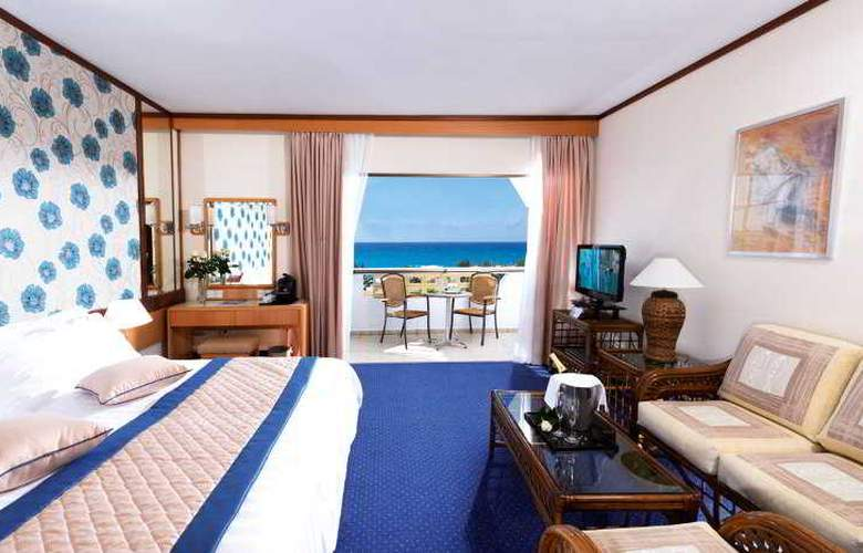 Constantinou Bros Athena Royal Beach Hotel - Room - 3