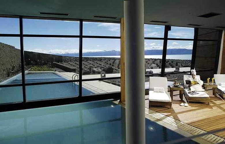 Design Suites Calafate - Pool - 6