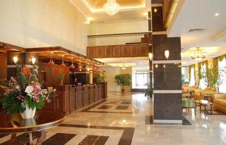 Central Ploiesti - Hotel - 9