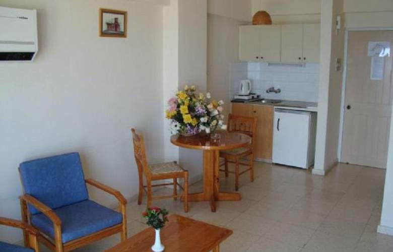 Evalena Beach Hotel Apts - Room - 9