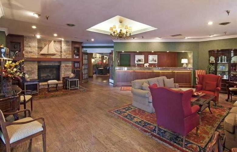 Best Western Plus White Bear Country Inn - Hotel - 41