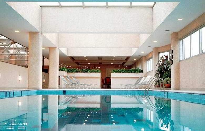 Bristol International - Pool - 3