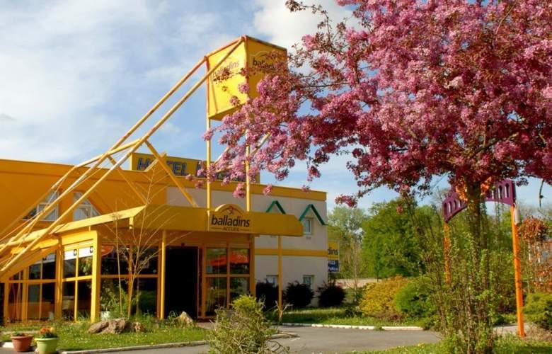 Balladins Savigny Le Temple - Hotel - 0