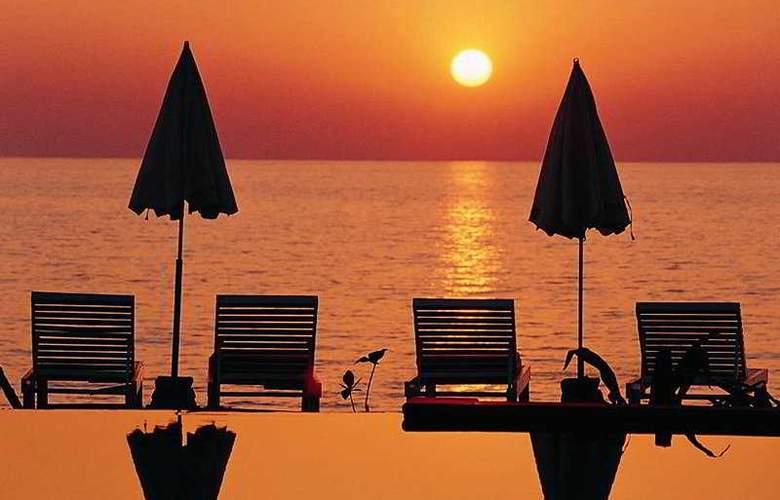 Lanta Casuarina Beach Resort - Beach - 9
