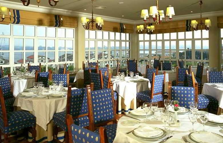 Parador del Ferrol - Restaurant - 3