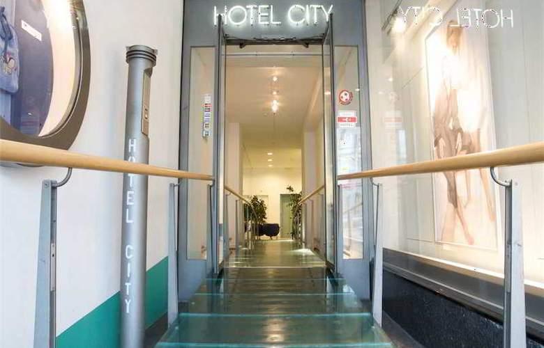 Ambassador & Spa - Hotel - 0