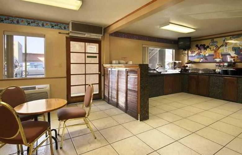 Ramada Maingate North - Restaurant - 3