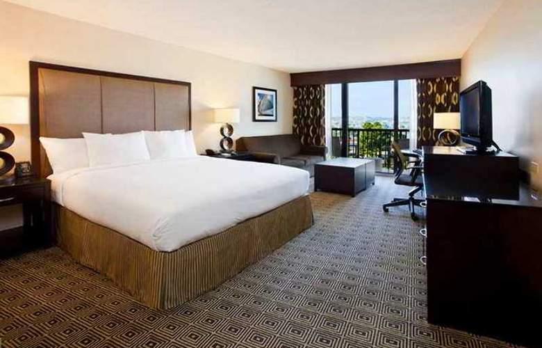 Hilton San Diego Airport / Harbor Island - Hotel - 16