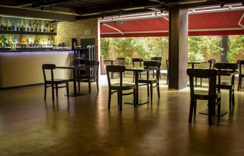 Art Hotel Medellin - Bar - 10