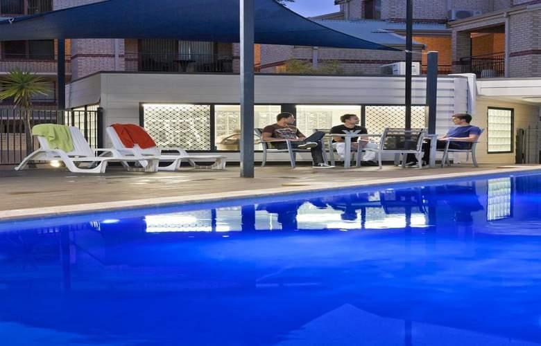 Mont Clare Boutique Apartments - Pool - 3