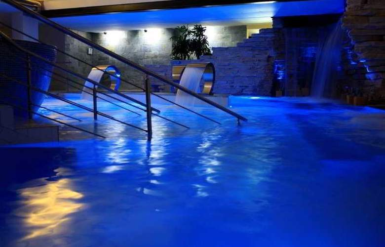 The Rhino Resort Hotel & Spa - Pool - 5