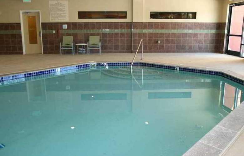 Hampton Inn and Suites Seattle-Airport/28th Ave - Pool - 1