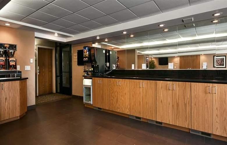 Best Western Town & Country Inn - Restaurant - 100