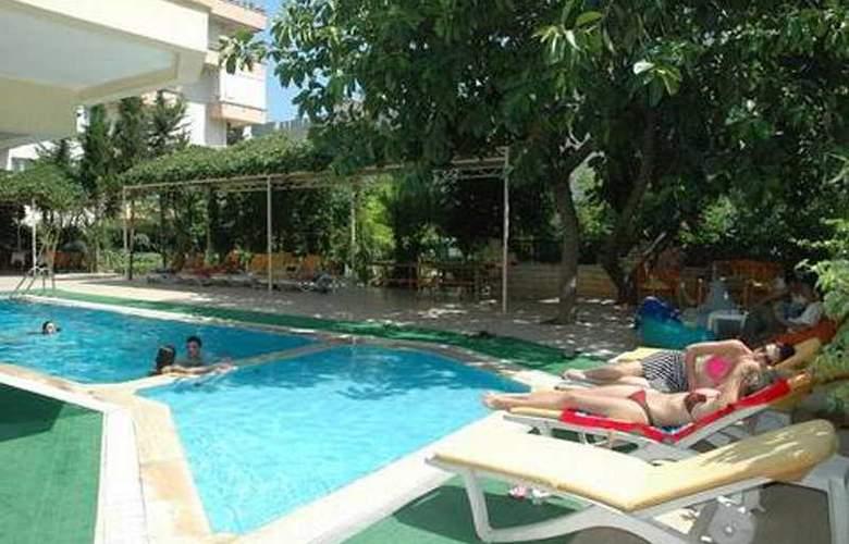 Suite Laguna Apart & Hotel - Pool - 5