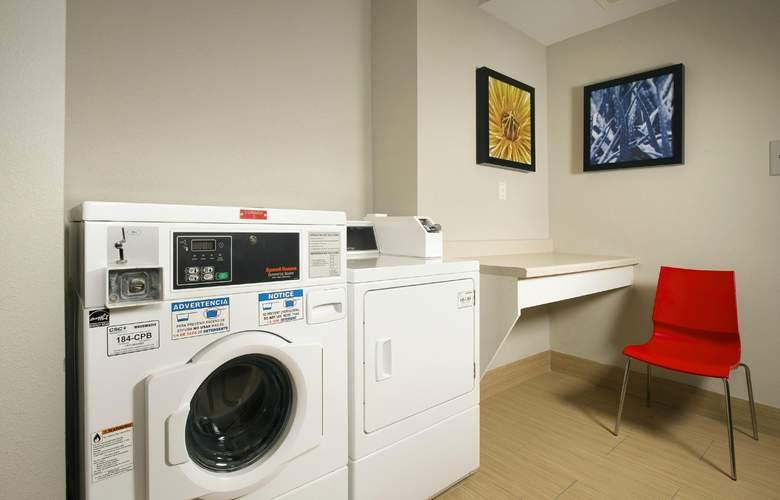 Hampton Inn & Suites San Antonio Northwest/Medical Center - Services - 3