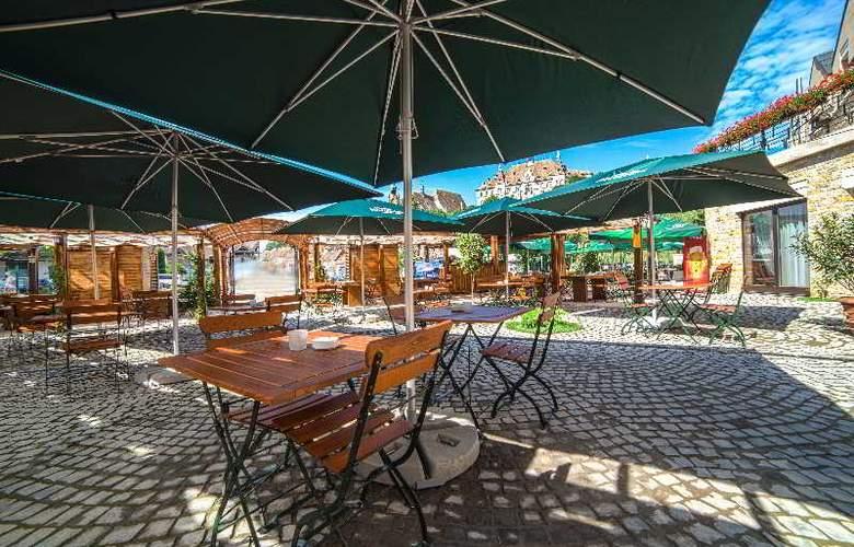 DoubleTree by Hilton Sighisoara - Cavaler - Terrace - 4