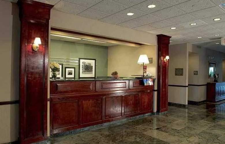 Hampton Inn Carlstadt-At The Meadowlands - Hotel - 0