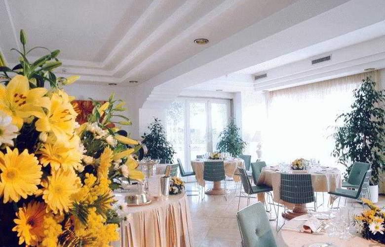 Aris Garden - Restaurant - 8