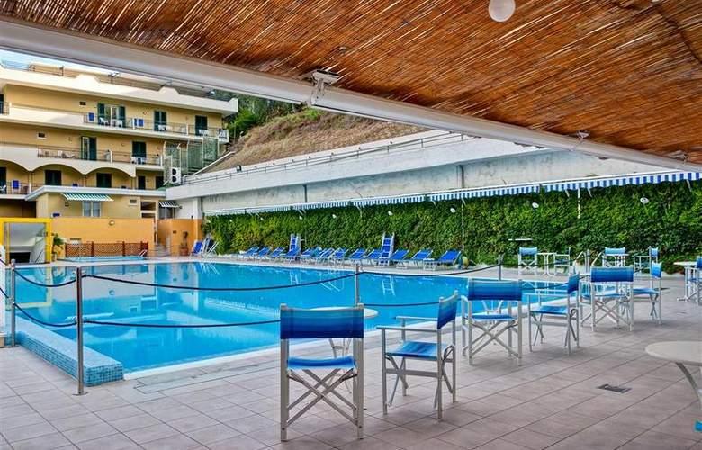 Best Western La Solara Sorrento - Pool - 34