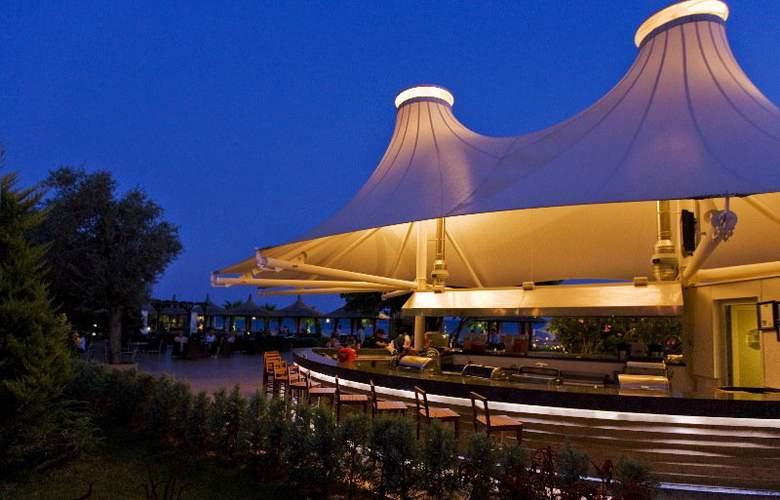Latanya Beach Resort - Bar - 4