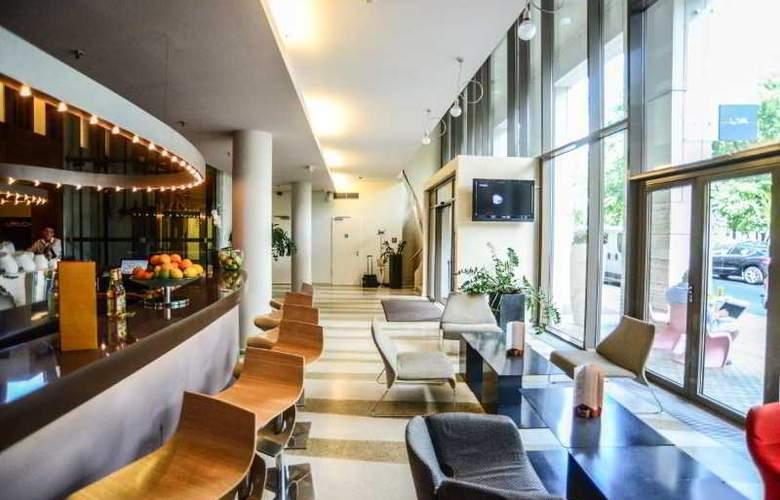 Lanchid 19 Design Hotel - Bar - 10