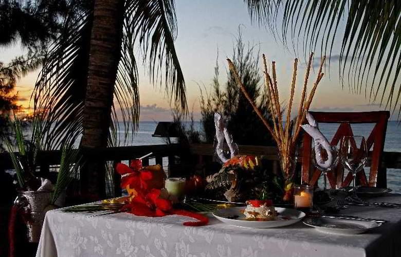 Hibiscus Beach Resort & Spa - Terrace - 10