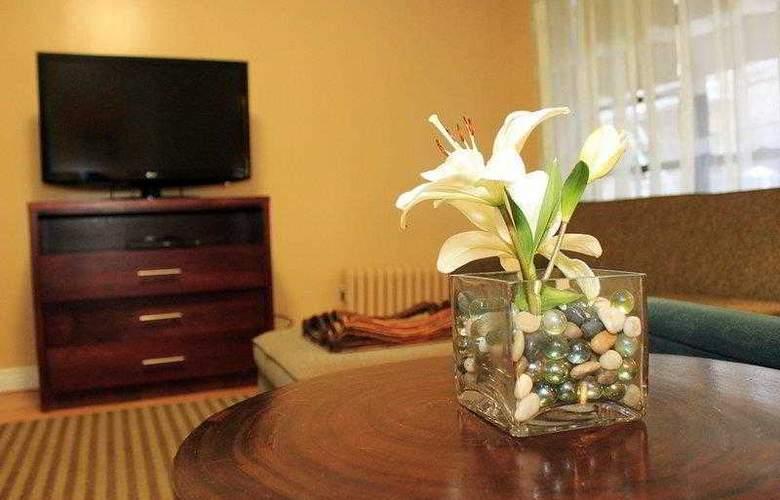 Best Western Plus Hospitality House - Apartments - Hotel - 14