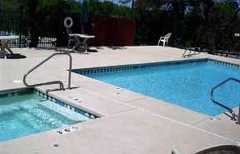 Comfort Suites I-35 North - Pool - 6