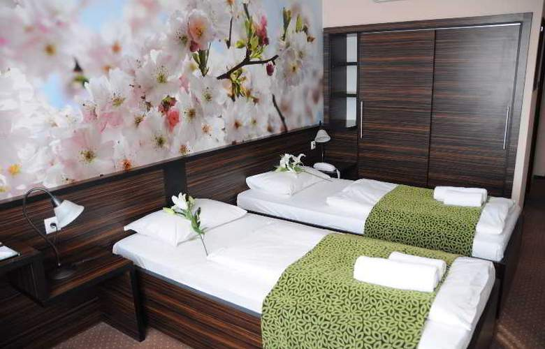 Green Hotel Budapest - Room - 14