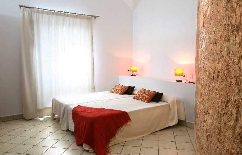 Petit Hotel Hostatgeria Sant Salvador - Room - 8
