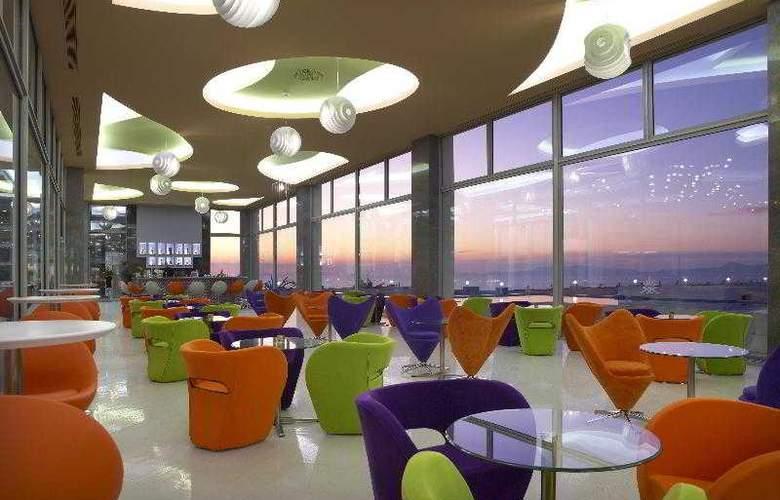 Atrium Platinum Resort Hotel & Spa - Bar - 8