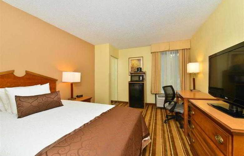 Best Western Plus Richmond Airport Hotel - Hotel - 57