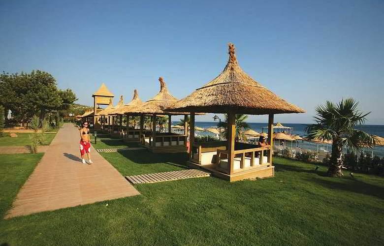 Latanya Beach Resort - Terrace - 8